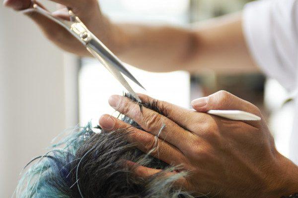 切れ毛,原因,枝毛,抜け毛,男性,対策,原因と対策,ストレス,カット,頭皮,カット,切れ毛とは
